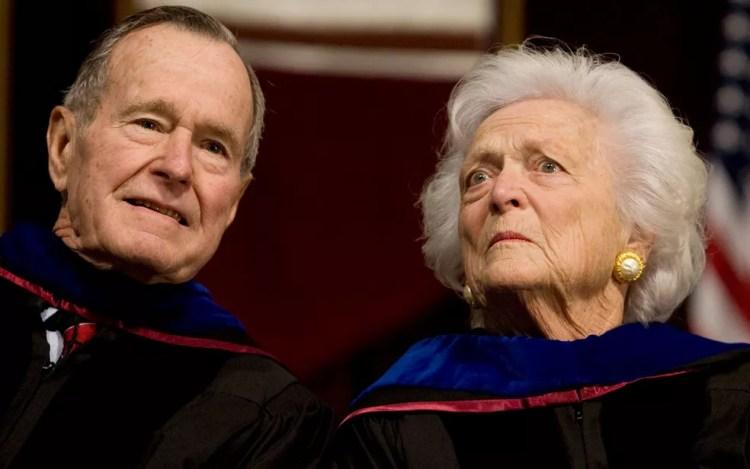O ex-presidente dos EUA George H.W. Bush e sua mulher, Barbara, em foto de 12 de dezembro de 2008 — Foto: Reuters/Larry Downing/File Photo