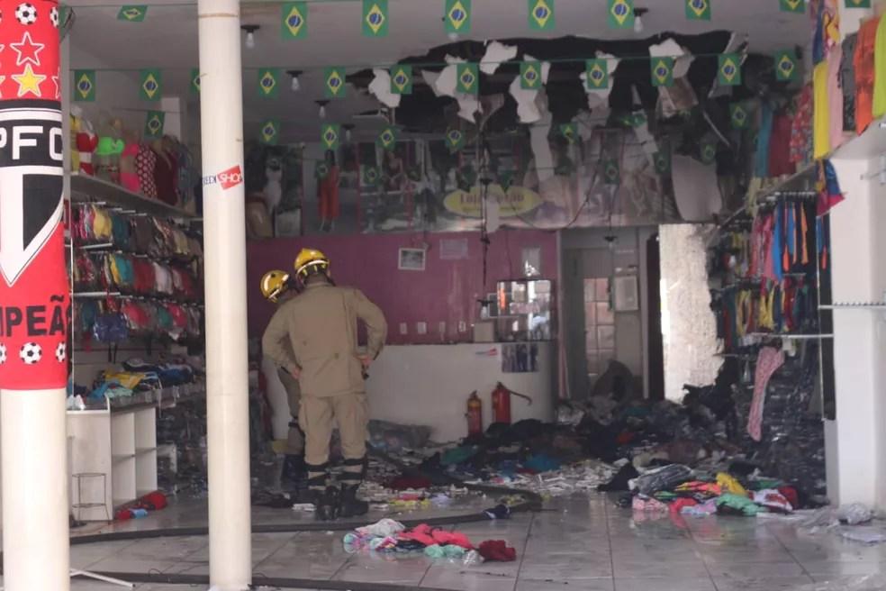 Incêndio atingiu loja no Centro de Teresina e causou prejuízos. (Foto: Andrê Nascimento/G1)