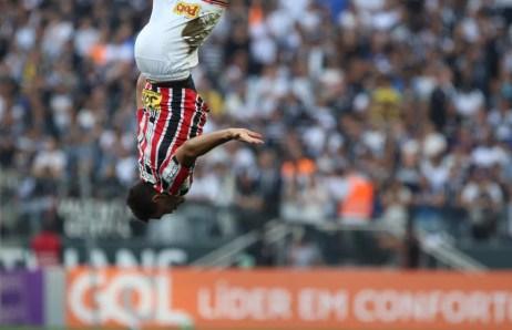 Gilberto tem 12 gols em 2017: o último foi esse contra o Corinthians (Foto: Rubens Chiri/saopaulofc.net)