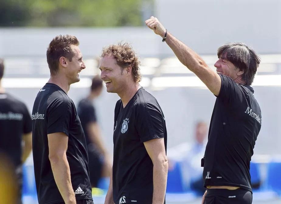 Löw elogia o assistente Klose e quer vê-lo como técnico da Alemanha no futuro
