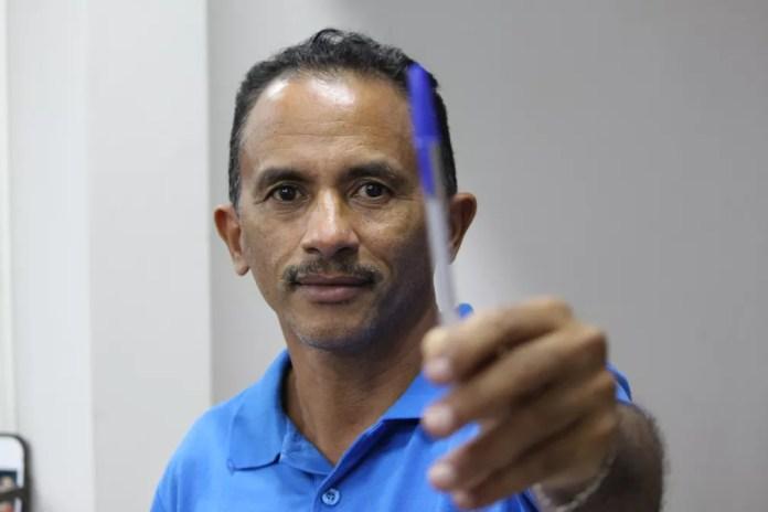 """Compositor de """"Caneta Azul"""", Manoel organiza começo de carreira — Foto: Carlos Dias/G1"""