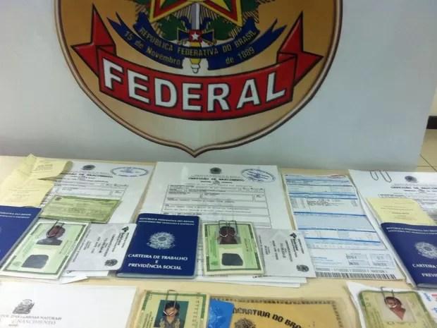 Documentos foram apreendidos pela PF em Girau do Ponciano (Foto: Divulgação/Ascom PF)