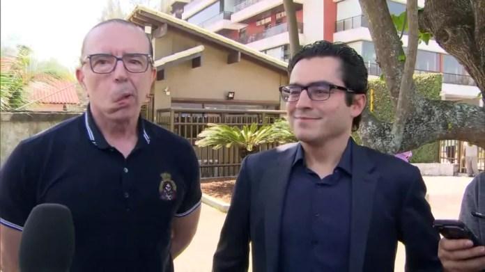 O médico Antônio Luiz Macedo, à esquerda, e o cardiologista Leandro Echenique, da equipe que atendeu Jair Bolsonaro após o atentado — Foto: Reprodução/TV Globo