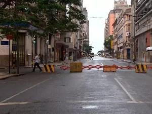 Rua é interditada em Salvador após incêndio no Instituto de Cacau (Foto: Reprodução/ TV BA)