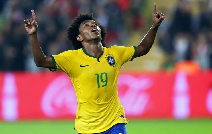 Willian tem longa experiência com a camisa da Seleção — Foto: Mowa Press