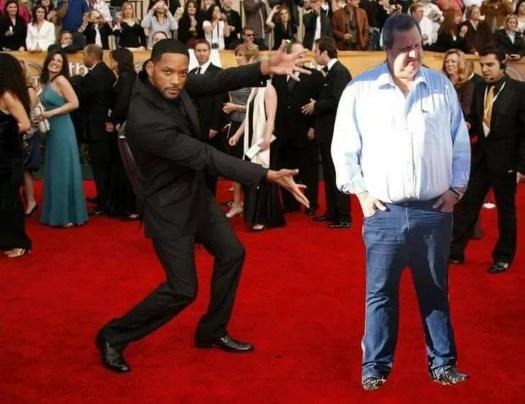 Internautas criaram memes após montagem de prefeito de Leme em obra (Foto: Reprodução/Facebook)