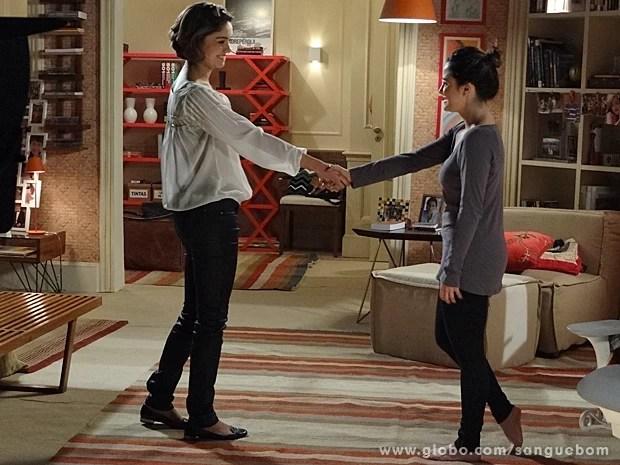 Malu e Amora se dando as mãos? Só pode ser miragem! (Foto: Sangue Bom/TV Globo)