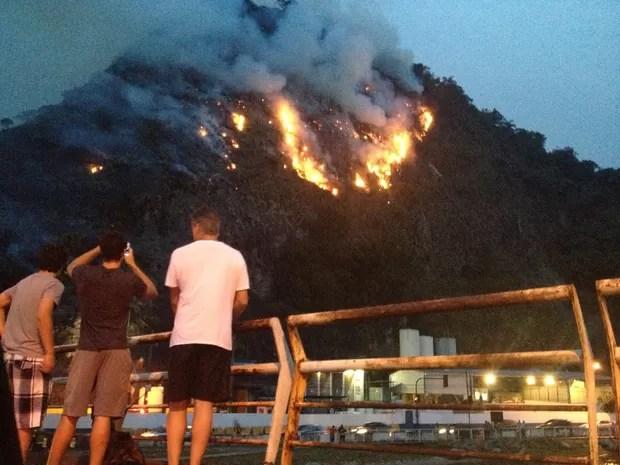 Mata pega fogo  (Foto: Camila Grinsztejn / VC no G1)