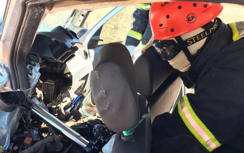 Colisão entre dois veículos ocorreu na manhã deste sábado (8) (Foto: Divulgação/ Corpo de Bombeiros)