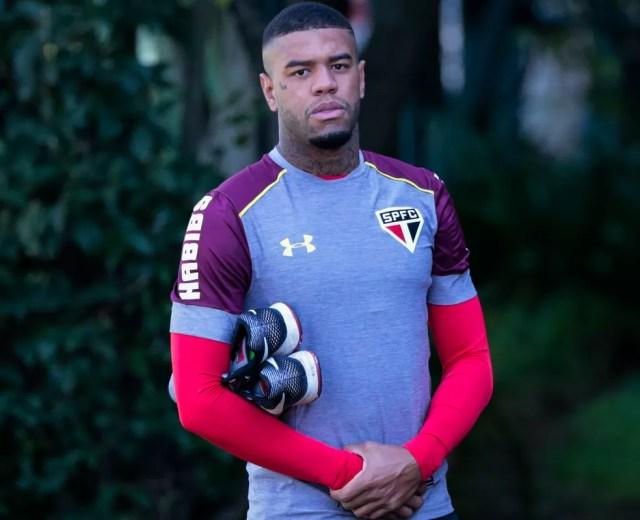 Junior Tavares renova com o São Paulo até 2021 (Foto: Marcello Zambrana / Agif / Estadão Conteúdo)