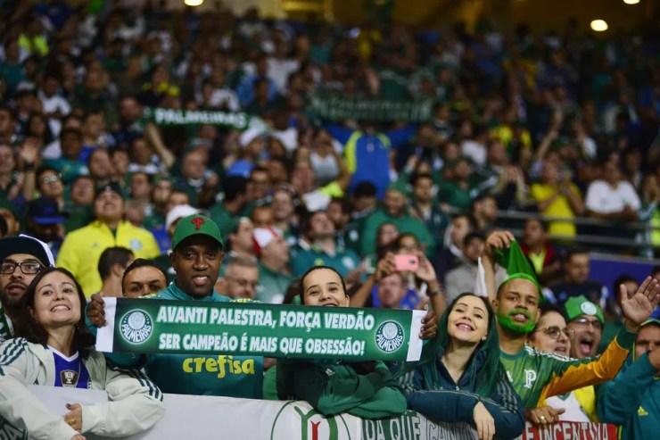 Torcida do Palmeiras vem lotando a arena (Foto: Marcos Riboli)