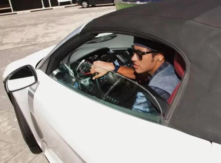 Neymar deixa Salão do Automóvel de 2014 em um Audi R8 — Foto: Divulgação