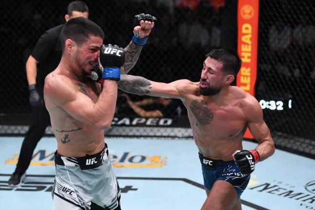 Felipe Cabocão perdeu para Chris Gutierrez na decisão dividida dos juízes — Foto: Getty Images