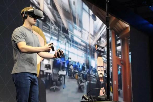 Mark Zuckerberg, CEO do Facebook, usa Oculus Rift e acessórios dos óculos de realidade virtual. (Foto: Glenn Chapman / France Presse )
