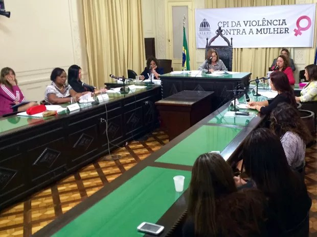Leitura do relatório final da CPI da Violência contra a Mulher. (Foto: Gabriel Barreira/ G1)