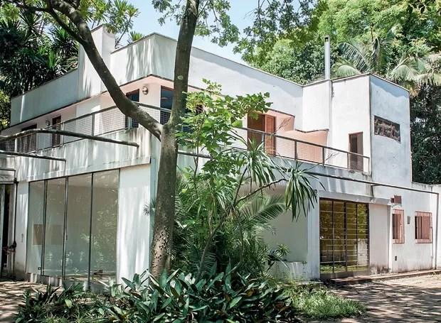 A construção de linhas retas causou polêmica na época e figura hoje como a primeira com conceitos modernistas (Foto: Ilana Bar/Editora Globo)