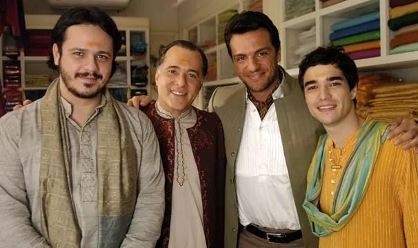 Amithab (Danton Mello ), Opash ( Tony Ramos), Raj (Rodrigo Lombardi) e Ravi (Caio Blat) (Foto: CEDOC Globo)
