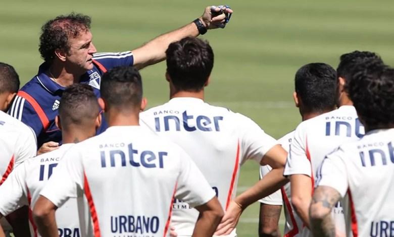 Cuca orienta treinamento do São Paulo — Foto: Rubens Chiri/saopaulofc.net