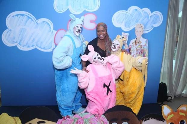 A apresentadora Adriana Bombom, que já trabalhou com Xuxa, prestigiou o lançamento (Foto: Anderson Borde/AgNews)