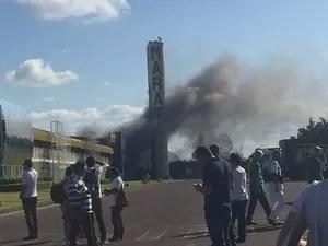 Motoristas que transitavam pelo local fotografaram o fato (Foto: Divulgação)