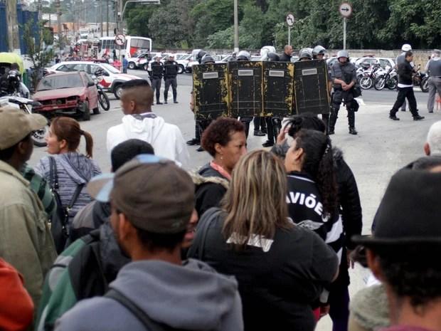 Polícia Militar cumpre uma reintegração de posse na Avenida do Cursino, na zona sul de São Paulo (Foto: Marcelo Alves/ Estadão Conteúdo)