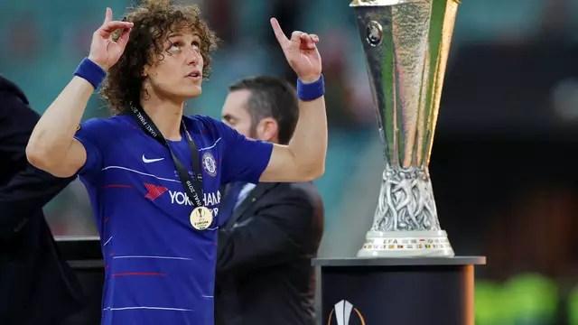David Luiz comemora mais uma Liga Europa pelo Chelsea