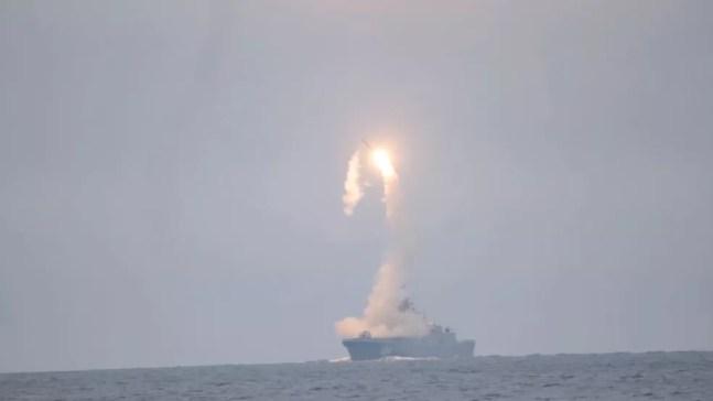 Imagem do teste de míssil hipersônico da Rússia, em 7 de outubro de 2020 — Foto: Dilvulgação/Ministério de Defesa da Rússia/Via Reuters
