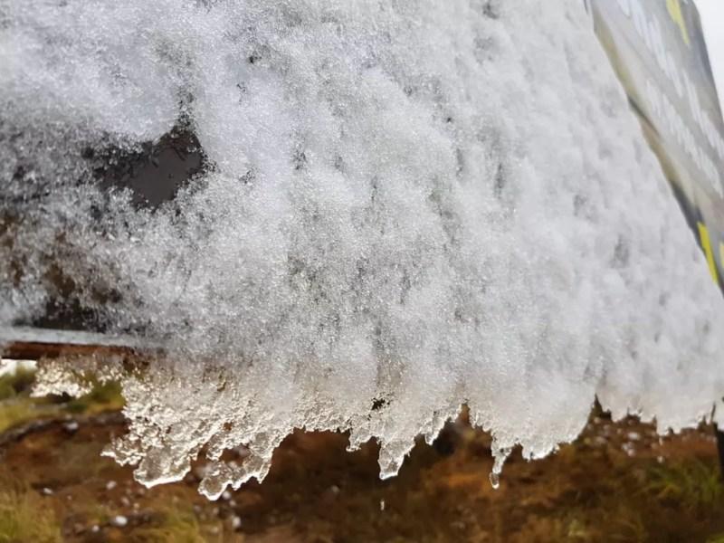 Película de gelo formada pela neve em Urubici (Foto: Mycchel Hudsonn Legnaghi/São Joaquim Online)