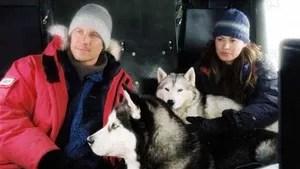 O guia Jerry Shepherd, o cartógrafo Charlie Cooper e o geólogo David McLaren fazem parte de uma expedição científica na Antártica. Um grave acidente e as perigosas condições meteorológicas obrigam a expedição a abandonar sua equipe de cães de trenó. Com isso, os valentes animais precisam enfrentar sozinhos o forte inverno da Antártida por 6 meses, até que seja possível organizar uma nova missão para tentar resgatá-los.