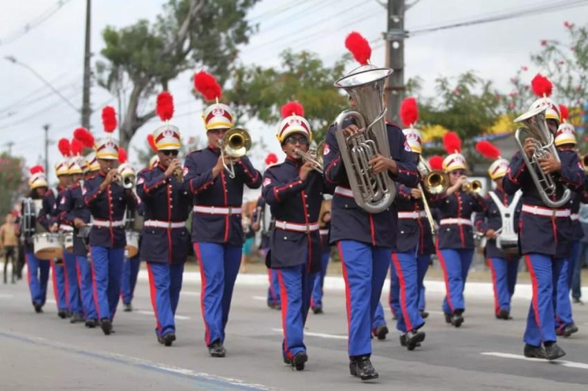 Banda marcial desfila pela Avenida Mascarenhas de Morais, na Zona Sul do Recife, durante celebração do 7 de Setembro, no Recife (Foto: Marlon Costa/Pernambuco Press)