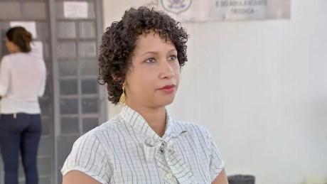 A confeiteira Elaine Cristina Alves de Souza, mãe da menina, registrou um boletim de ocorrência para denunciar o caso (Foto: TVCA/Reprodução)