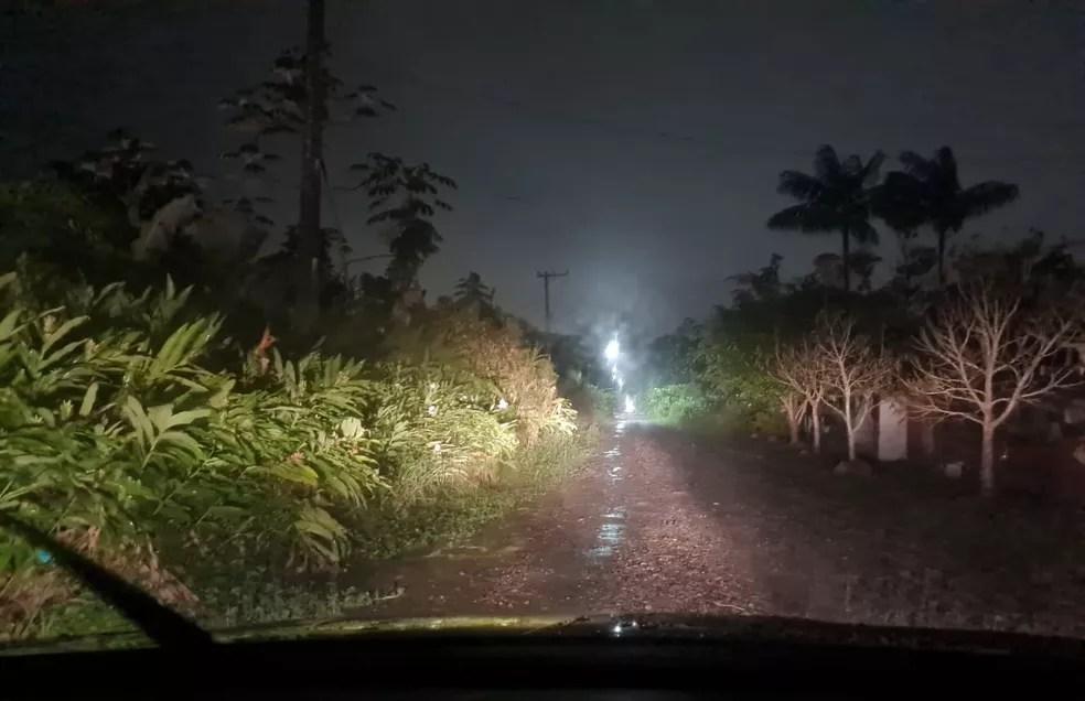 Local onde bebê foi encontrado era de difícil acesso, segundo sargento que atendeu ocorrência — Foto: G1 Santos