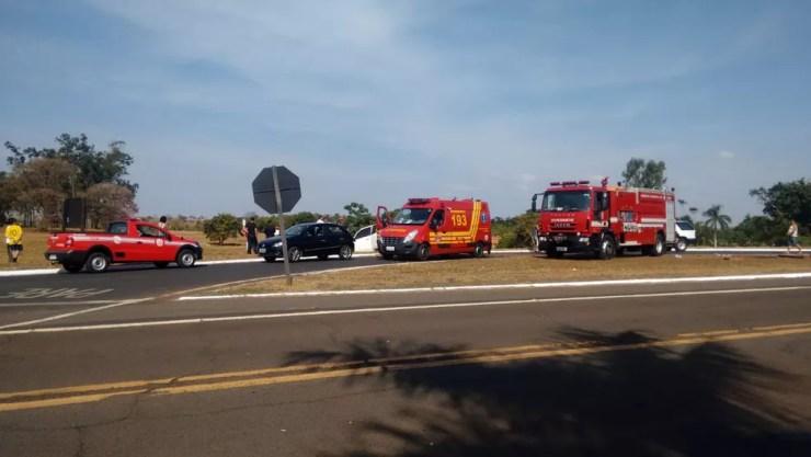 Bombeiros foram acionados para prestar socorro às vítimas de um acidente em Pereira Barreto (SP) (Foto: Wilson da Silva/Arquivo Pessoal)