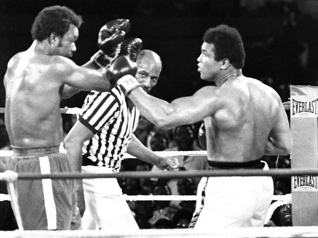 Ali recuperou título mundial após vencer George Foreman em Kinshasa (Foto: Arquivo /AFP Photo)