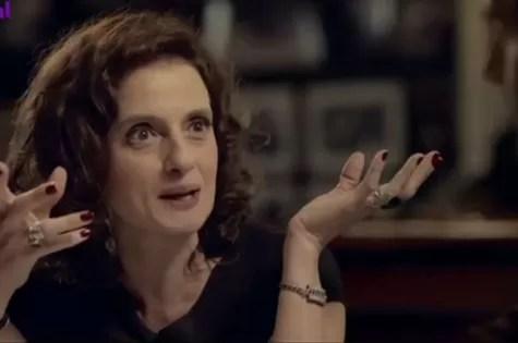 Denise Fraga em cena de '3 Teresas' (Foto: Reprodução)