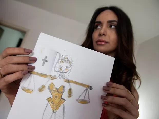 Viviany Beleboni, transexual 'crucificada' em 2015, usará Bíblia em 2016 (Foto: Fábio Tito/G1)