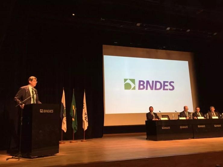 Joaquim Levy toma posse na presidência do BNDES nesta terça-feira (8), em cerimônia no Rio — Foto: Daniel Silveira/G1
