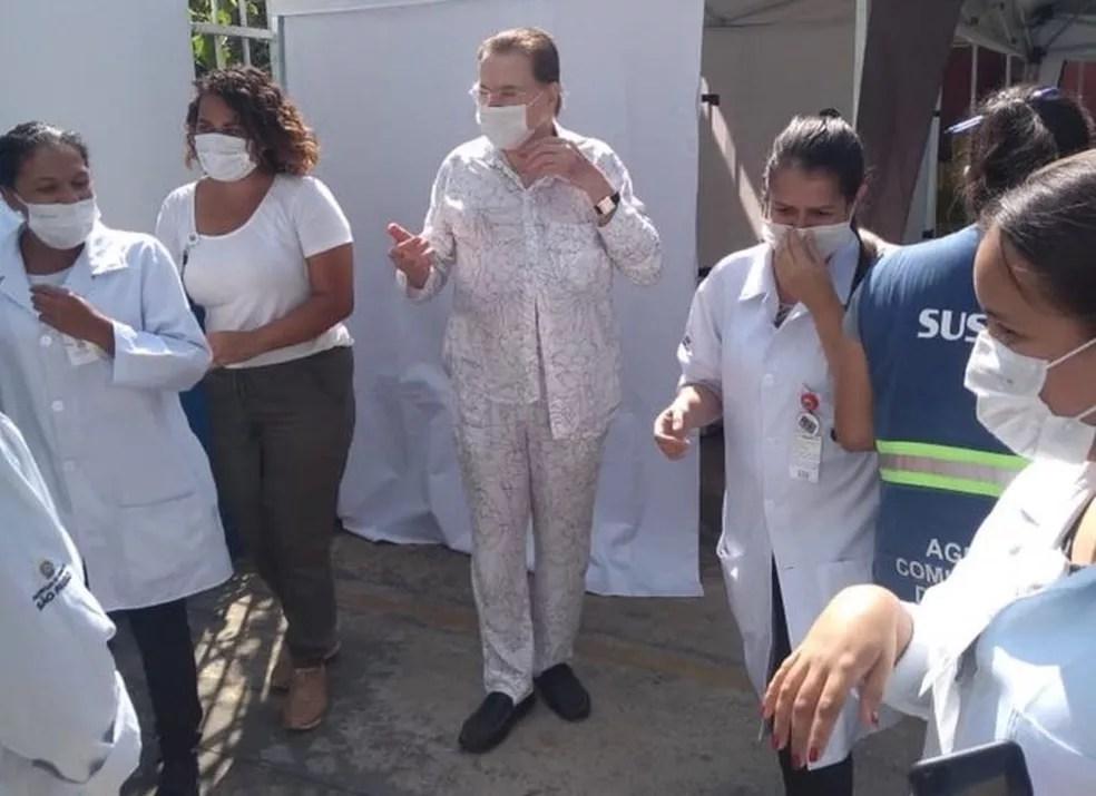 O apresentador Silvio Santos, de 90 anos, em visita a um posto de vacinação da Zona Sul de SP nesta quarta-feira (10). — Foto: Reprodução/Redes Sociais