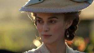 O filme faz uma crônica da vida real de Georgiana, duquesa de Devonshire durante o século XVIII, que foi vítima de calúnia por causa de sua extravagância.