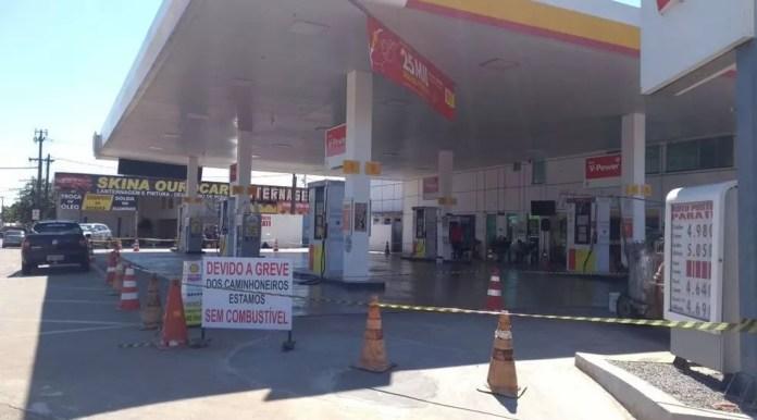 No sábado (26), o sindicato informou que a paralisação dos caminhoneiros tinha deixado ao menos 59 postos sem gasolina em Rio Branco (Foto: Dayane Leite/Rede Amazônica Acre )