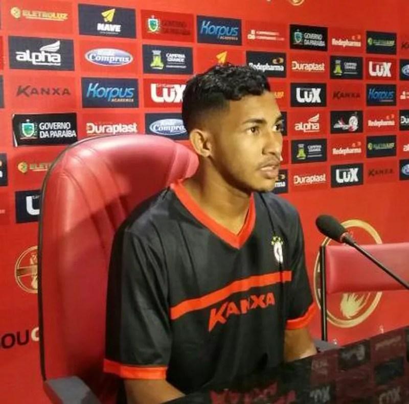 Jogador assinou com o Campinense, mas se lesionou e nem chegou a atuar (Foto: Divulgação / Campinense)