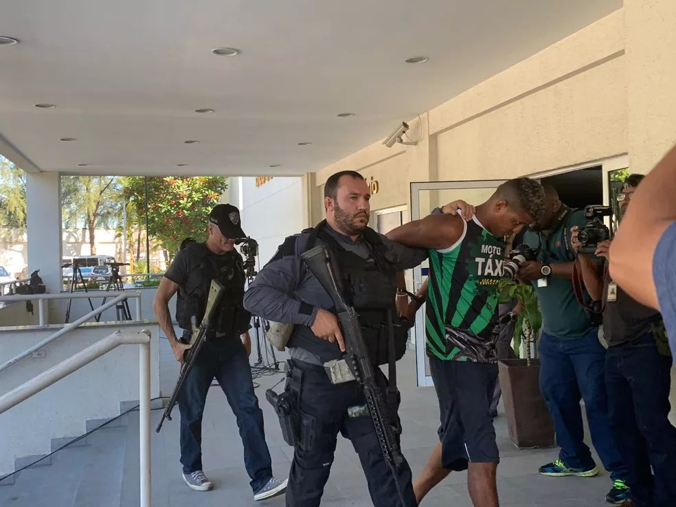 Marcus Vinicius de Paiva, o Marquinho Monstrão, preso em Nova Iguaçu durante a operação — Foto: Fernanda Rouvenat/G1