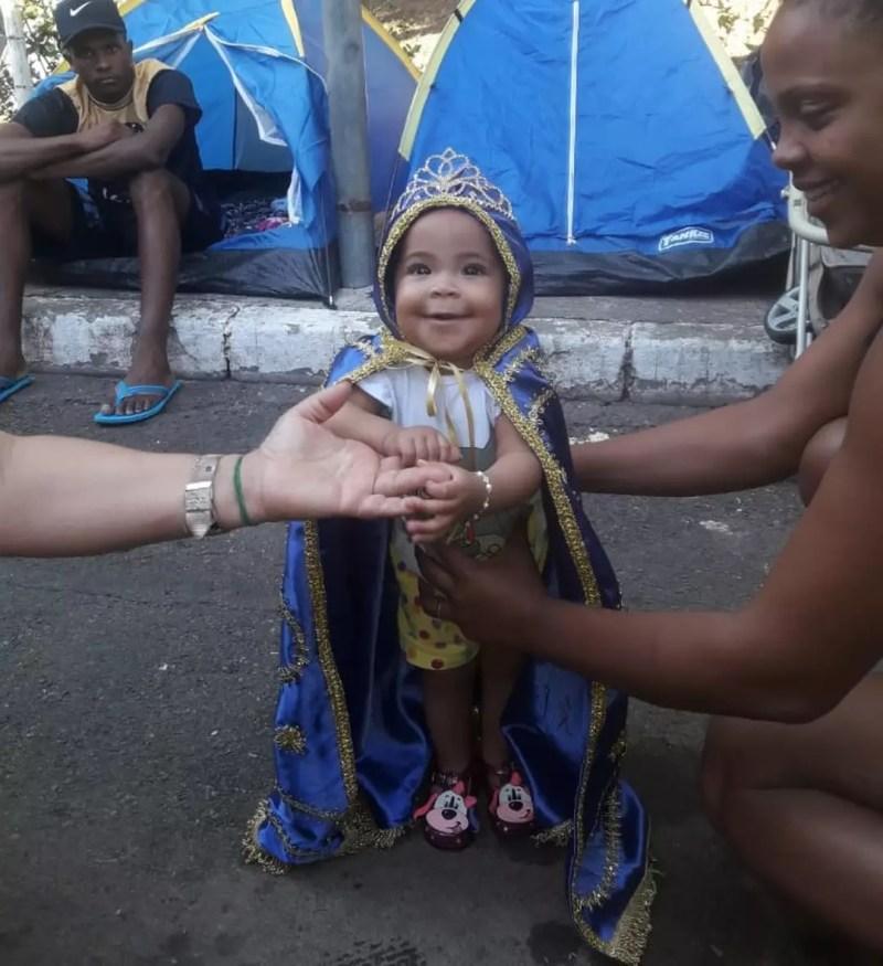 Márcia Maria dos Reis, de Matipó, levou a filha Aila Aparecida de 6 meses vestida em homenagem Á pADROEIRA