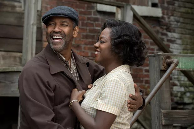 Denzel Washington plays Troy Maxson and Viola Davis plays Rose Maxson in Fences from Paramount Pictures. Directed by Denzel Washington from a screenplay by August Wilson. (Foto: David Lee)