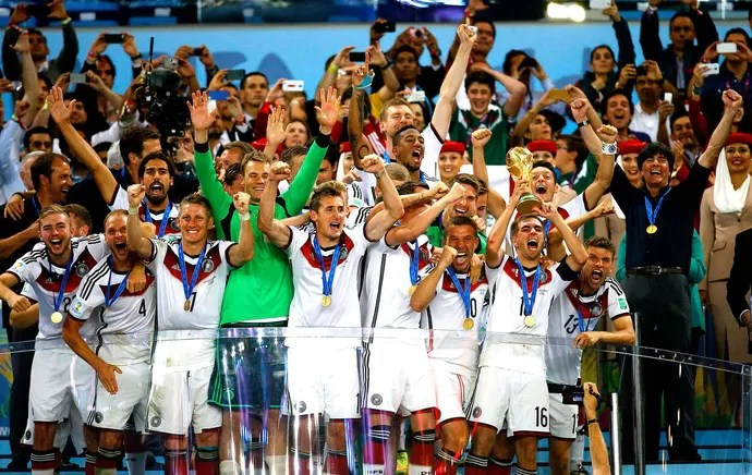 7a7c0fb2b8c34 Alemanha com a taça da Copa do Mundo (Foto  Reuters)