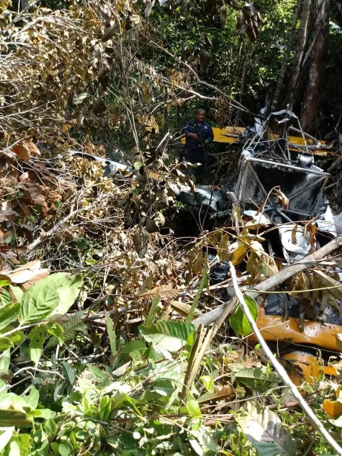 Avião agrícola caiu em uma área de mata no Distrito de União do Norte, em Peixoto de Azevedo — Foto: Polícia Militar de Mato Grosso/Divulgação