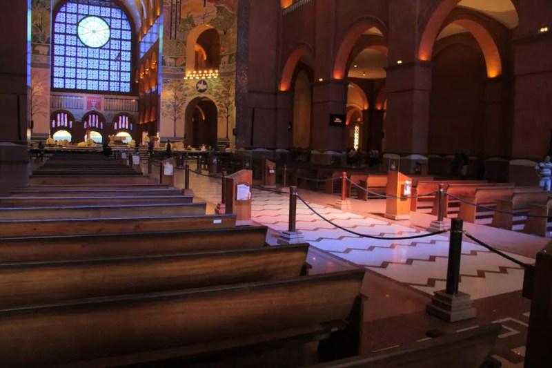 Igreja é esvaziada para procedimento de segurança antes da chegada do presidente