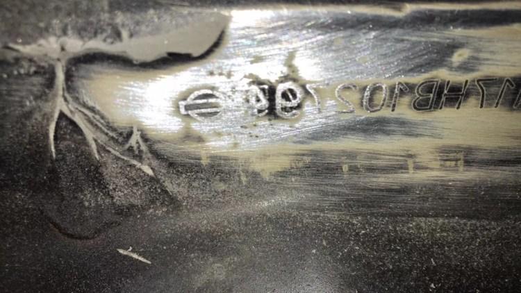 Polícia levou carro à oficina e foi descoberto o verdadeiro número do chassi — Foto: PM-MT/ Divulgação