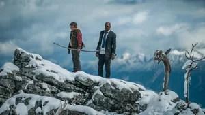 Um jovem adolescente acampando na floresta ajuda a resgatar o presidente dos Estados Unidos, quando o Air Force One é abatido perto de onde está.