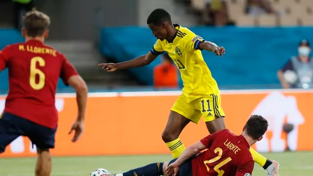 Isak deixa Laporte no chão em Espanha x Suécia